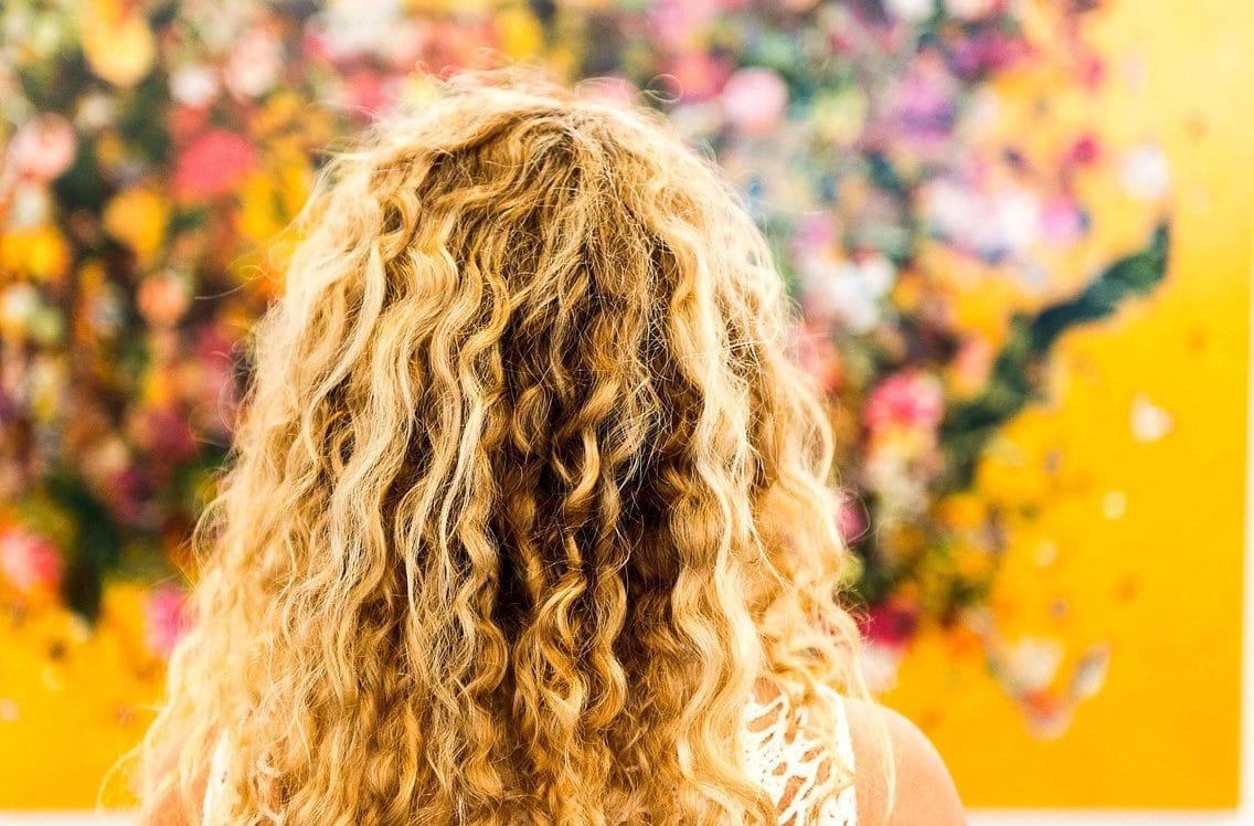 Les accessoires indispensables pour ses cheveux frisés