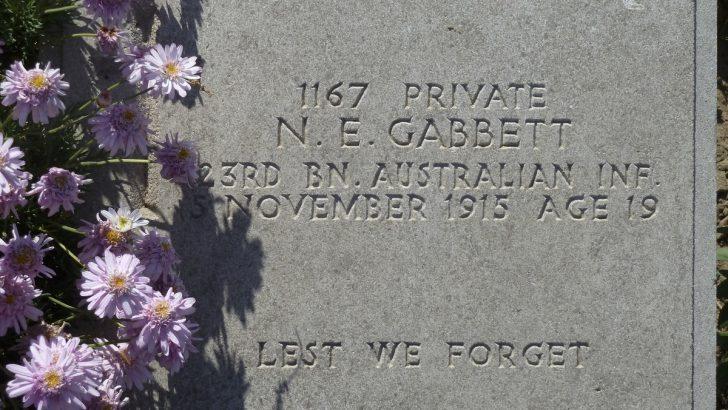 Quels sont les différents types de plaques funéraires que vous pouvez faire faire pour un proche ?