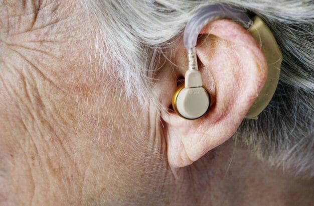 La perte d'audition chez les seniors : comment la reconnaître et comment la soigner ?